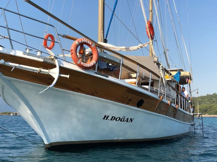 Private Gulet Yacht Holidays around South Aegean