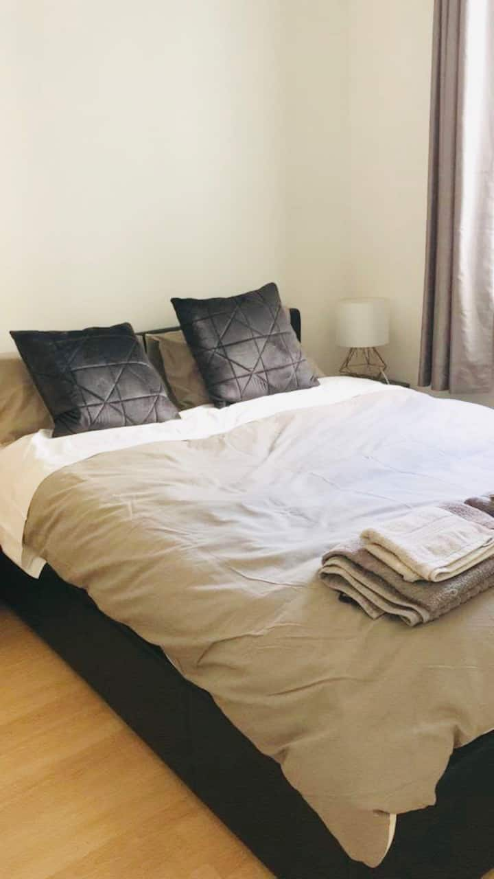 B&B private double room with patio in Central 2pax