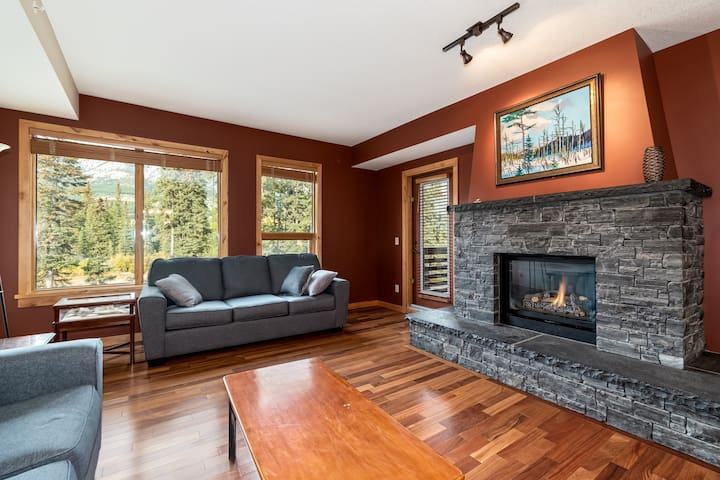 ✿Luxury Condo w/ Mountain & Creek Views-2BR✿