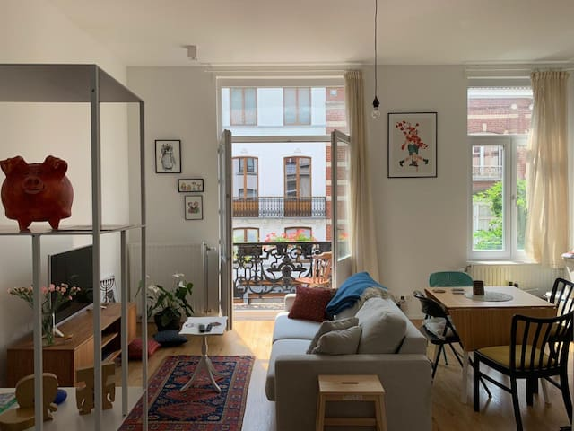 Light-filled and cozy apartment in hip Brussels!