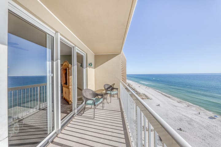 Beachfront resort condo w/ shared pool, hot tub, & fitness center - beach access