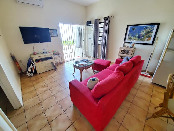 2 Bedroom apartment steps from Simpson Bay Beach!