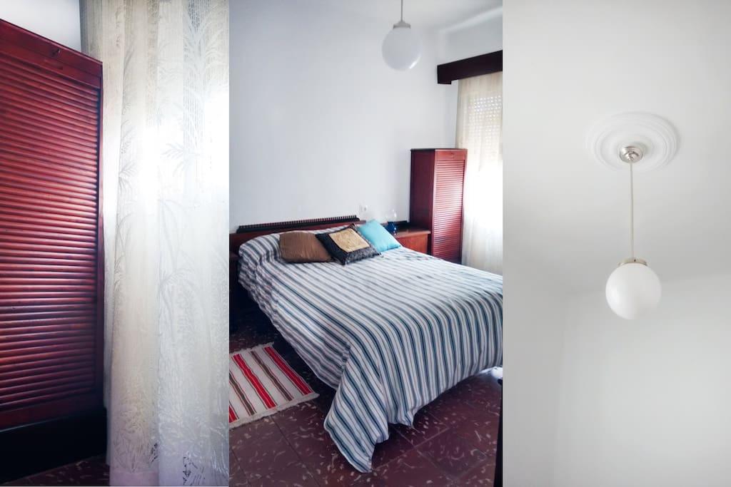 Habitación grande en amplia casa y zona buena // Buena luz natural // Cama 1,35x1,90