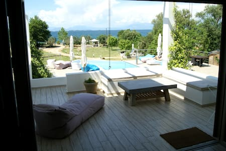 Villa Walnut -relax by the pool and the sea