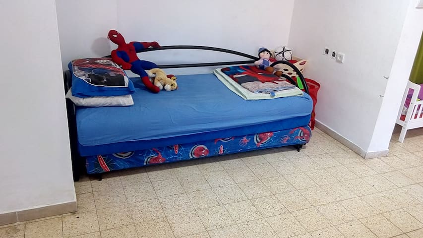Bed in 6-Bed Mixed Dormitory Room07 - Gedera - Hus