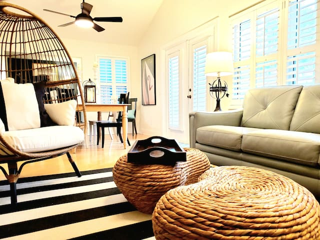Beautiful 3br Beach House. Steps 2 Dining & Shops