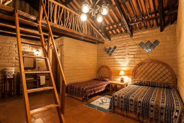 The guesthouse room has an atmosphere of rustic elegance. All materials used reflect Mayan traditional construction and are natural and locally sourced. The balcony has two floor mattresses for families, and small groups.