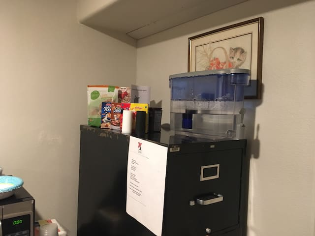 In addition, Elaine has filtered water and  some ready-to=eat cereals and oatmeal breakfasts items for your convenience.