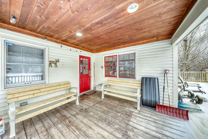 Secluded, dog-friendly home w/ foosball table, game system - near Black River
