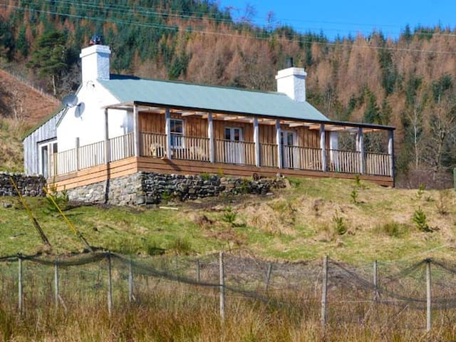 DRUIDAIG COTTAGE, pet friendly in Letterfearn, Ref 934676