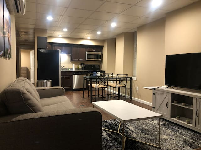 ⚡️Upscale 2BR🔥 Sleeps 6🌟 Walkable🐶 Pet Friendly