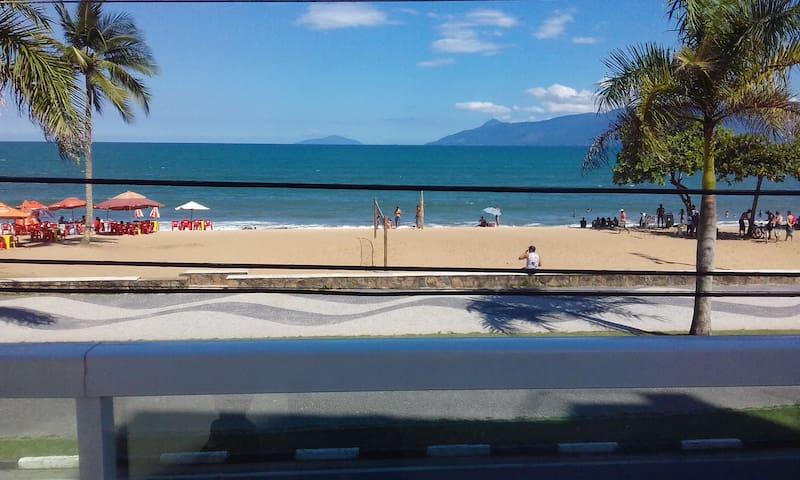 Apartamento Pé na Areia, na Praia Martim de Sá. - Caraguatatuba - Apartment