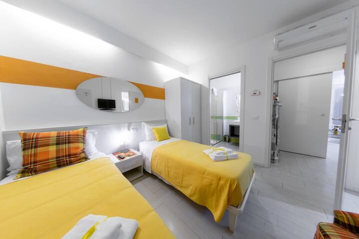 123 Casa Stella - Yellow Room