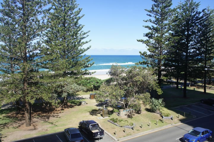 Burleigh Beachfront - Room 2