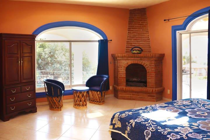 Suite (Bedroom 1)