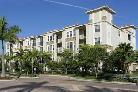 Room private duplex apartment - Pembroke Pines - Apartment