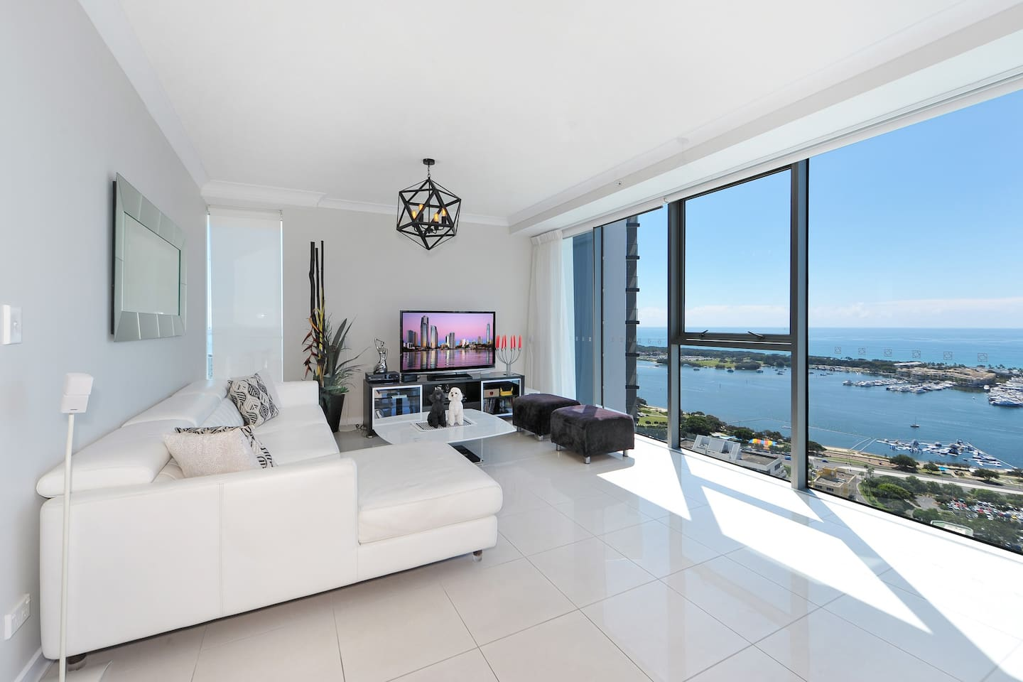 Amazing Ocean View 2 Bedrooms Apartment in Southport CBD