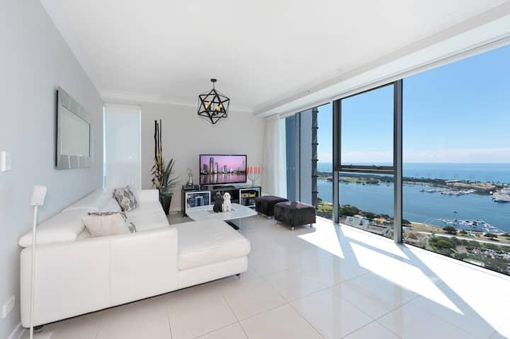Stylish 270 Degrees Ocean-City View 2B2B Apartment