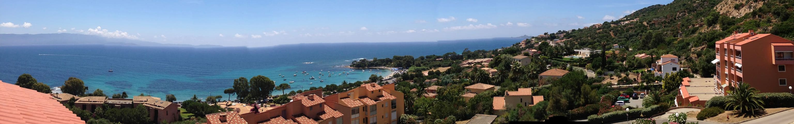 Studio, beautiful terrace facing sea near beaches