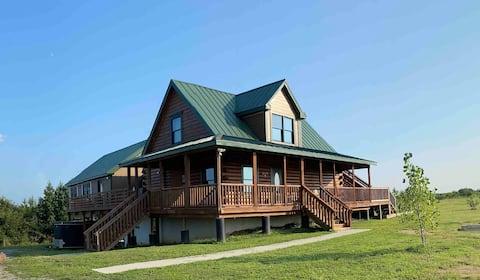 JEBS Hilltop Retreat-Log Home-Beautiful Location