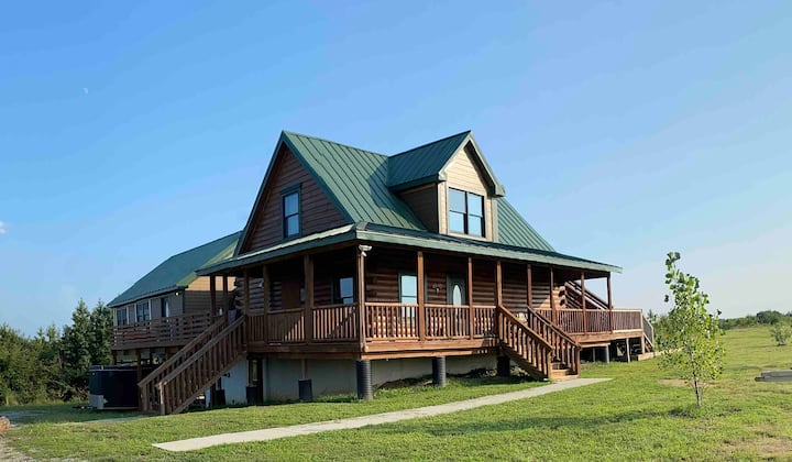 JEBS Hilltop Retreat-Log Home-Beautiful Location
