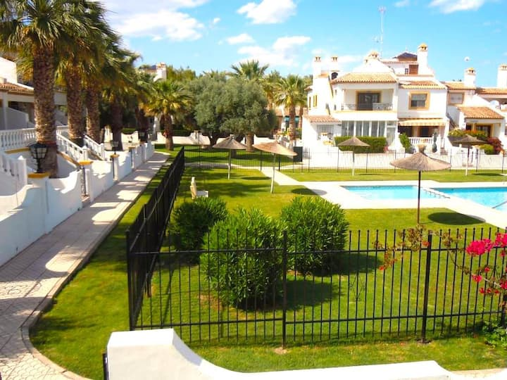 2 Bed 1st Floor Apartment - Villamartin Wi-Fi & AC