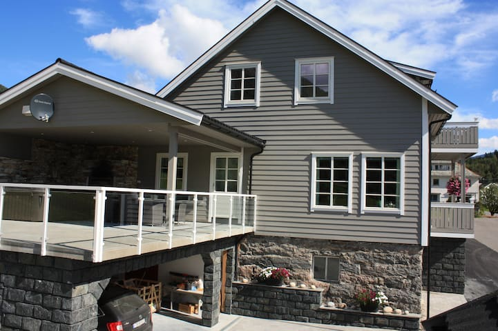Nytt hus ved Viksdalsvatnet