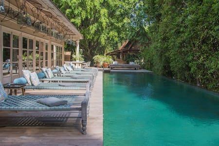 Vintage Master suite 1 BR villa next to the beach - Kuta Selatan
