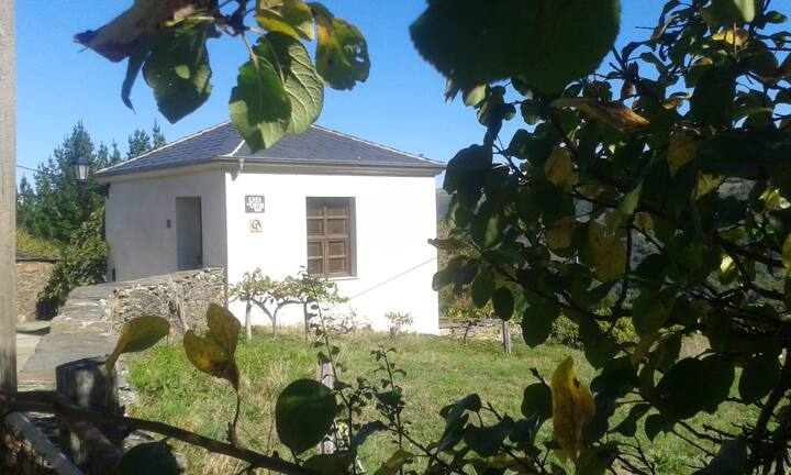 House with 2 bedrooms in Grandas de Salime, with wonderful mountain view, enclosed garden and WiFi