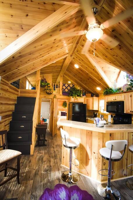 Open area, great breakfast bar