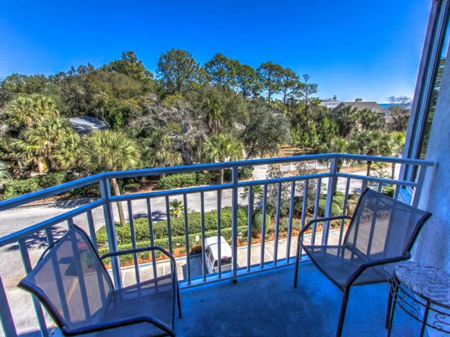 Balcony at 2305 Sea Crest has a table and chairs