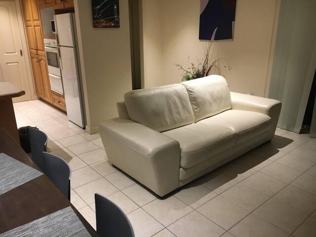 Very spacious en-suite bedroom in quiet location