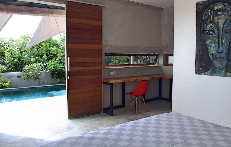 Side pool bedroom number 3...