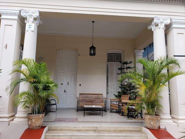 Villa Nieves Deluxe 1910. Rest room.