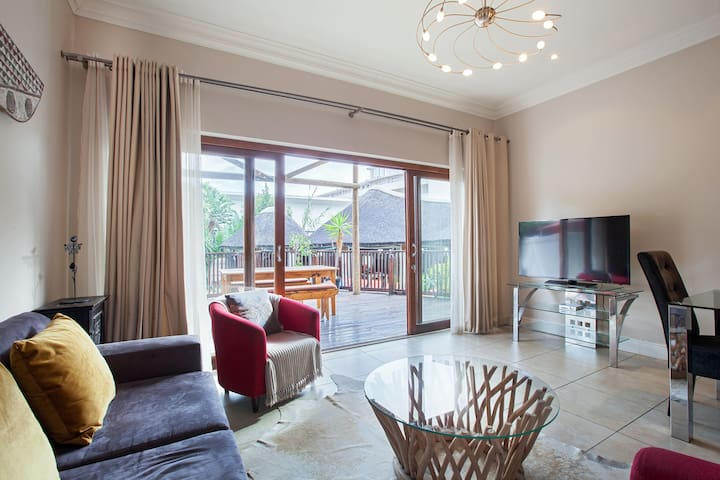 Seapoint Family Home with Wifi, DSTV & Parking
