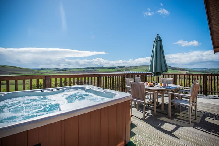 Barn Lodge with Hot Tub near Cupar, Fife