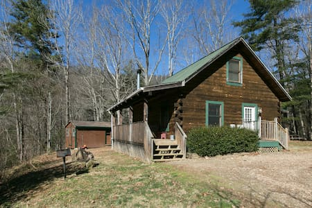 Private, secluded cabin-wood/fireplace/hot tub.