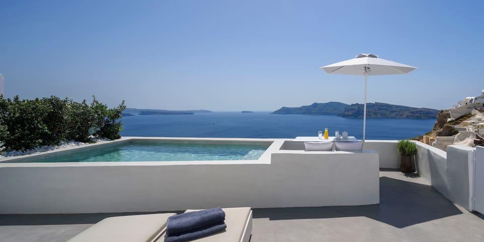 Premium Suite   Private Plunge Pool & Caldera View
