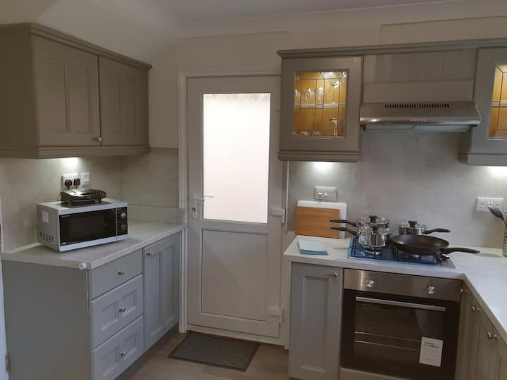 5✳ self-catering-whole house-fully cleansed-6 beds