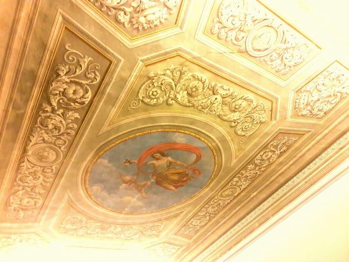 Florence Central Suite 048017LTN4827