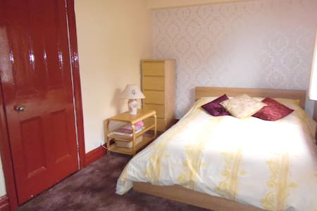 En suite Accommodation just 1 hour from London - Caterham