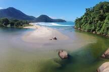 Praia de Itamambuca (canto direito), Ubatuba.-