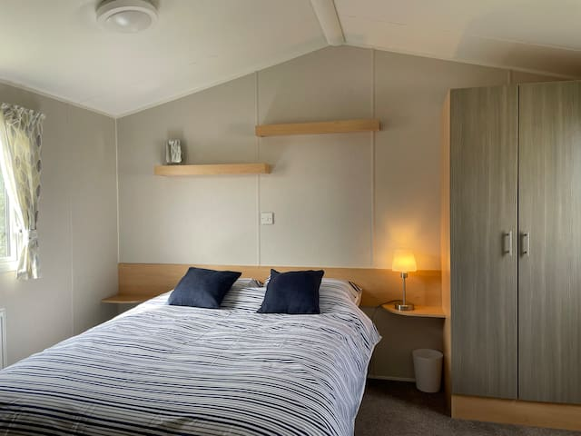Double bedroom with large wardrobe & bed linen