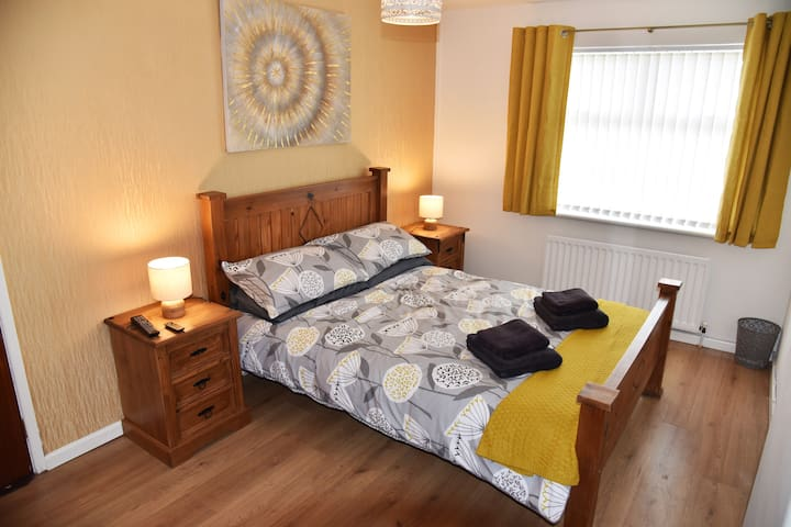 Adair House Ballymena Centre (double bed, room 3)