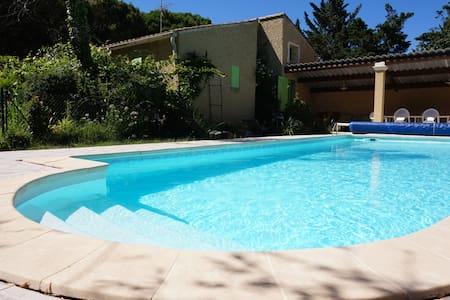 Villa la Marpierre - Mondragon - Vila