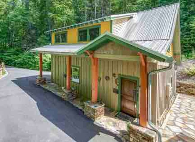 Cedar Cottage, 416 DuPont, Hendersonville NC 28739