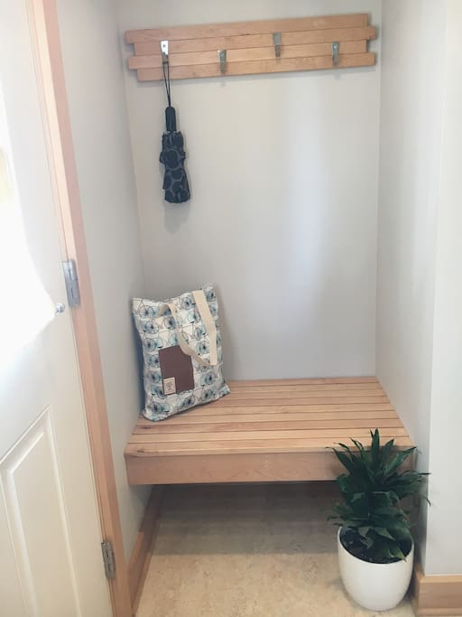 Built-in entry bench with hooks.