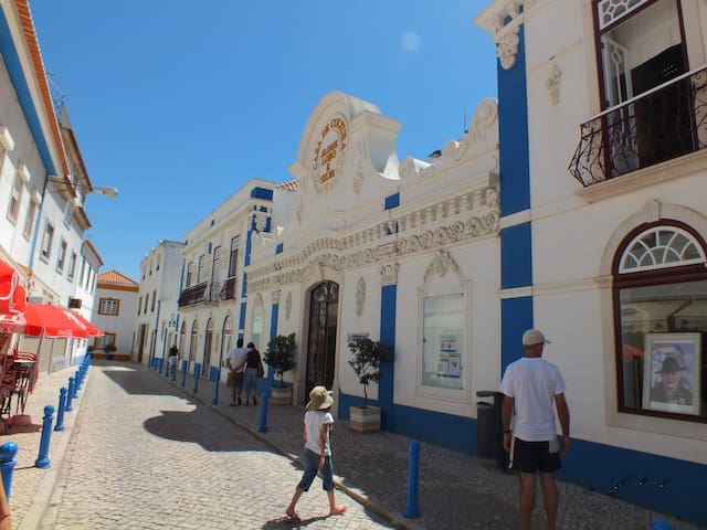 Ericeira Village (5 minutes by car)