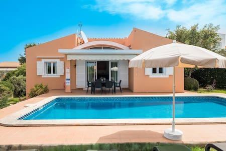 With pool & mountain view near the beach - Villa Laura