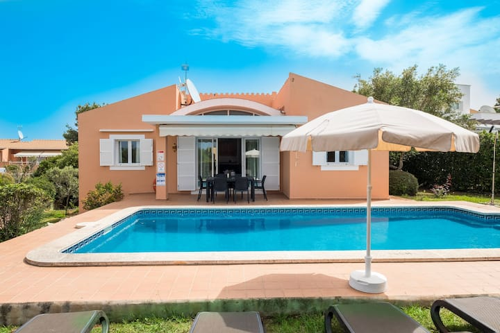 With pool & mountain view near the beach - Villa Laura